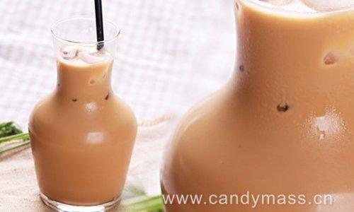 甜心美斯制作正宗的港式奶茶——丝袜奶茶的做法