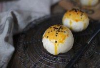 肉松蛋黄酥的做法