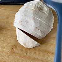 荔浦芋头蒸腊肉的做法图解1