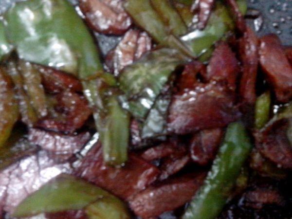 青辣椒炒腊肉的做法