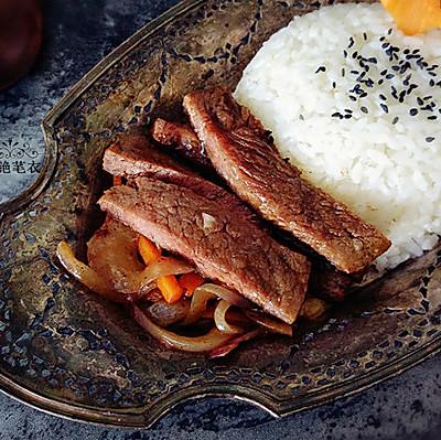 黑椒牛排饭