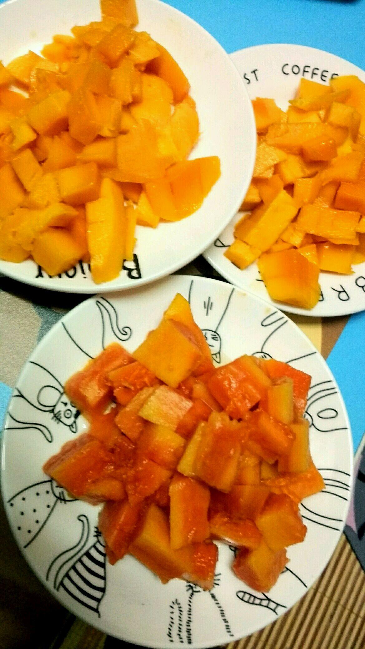 芒果木瓜切好备用