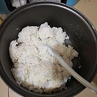 火腿鸡蛋炒饭的做法图解1