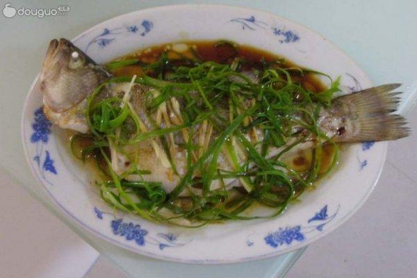 清蒸鲈鱼的做法