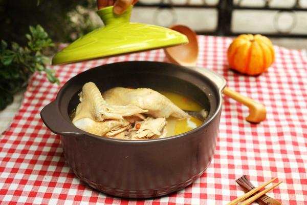 滋补鸡汤煲的做法