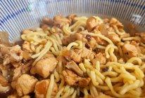 鸡肉香菇拌面的做法