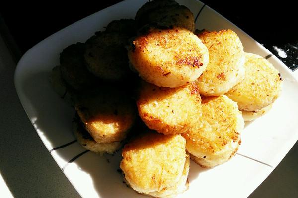 主料 土豆4个 鸡蛋1只 糖适量 盐适量 黄油适量 土豆新吃的做法图片