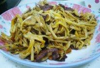 黄花菜炒腊肠的做法