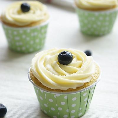 奶酪霜蓝莓杯子蛋糕