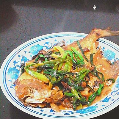 香葱红烧鲳鱼