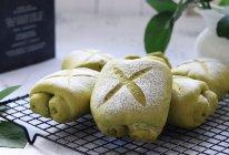 """菠菜小餐包,孩子叫它""""望远镜""""面包的做法"""