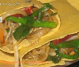 煎饼卷炒杂菜的做法