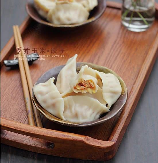 荸荠玉米饺子的做法