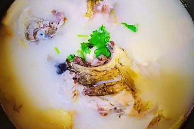 奶白味美/鲜香浓郁的鲫鱼豆腐汤