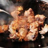 笋干炖鸡的做法图解4
