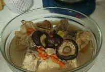香菇腔骨汤的做法