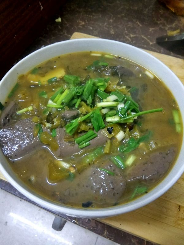 酸菜猪血汤的做法
