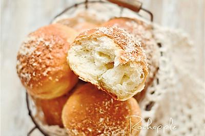 【香浓炼奶椰蓉面包】