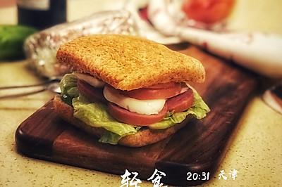 轻食缤纷鸡蛋三明治
