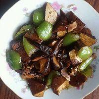 青椒香菇炒豆干的做法图解5