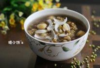 【莲子百合绿豆汤】清凉润燥的做法