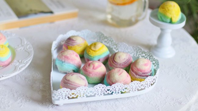 #元宵节美食大赏#彩虹—螺旋蛋黄酥的做法