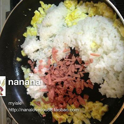 5分钟快速早餐-美味蛋炒饭的做法 步骤4