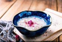 #做道好菜,自我宠爱!#玫瑰薏仁粥的做法