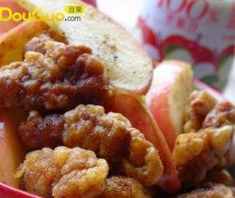 椒盐酥肉爱上苹果的做法