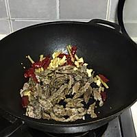 #新春美味菜肴#蒜苔炒腊肥肠的做法图解5