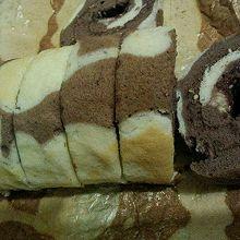 不规则花纹的可可蛋卷 + 蛋糕