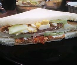 三文鱼猪肉三明治的做法