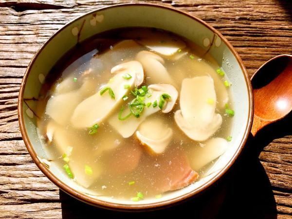 早春初鲜松茸火腿汤的做法