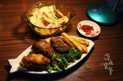 美国南方香酥炸鸡(配炸薯条和蔬菜沙拉)