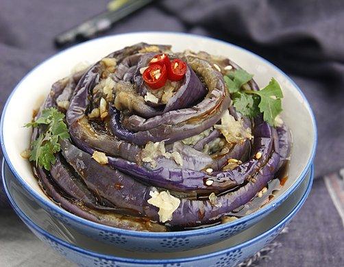 手撕茄子是夏季出镜率最高的凉拌菜