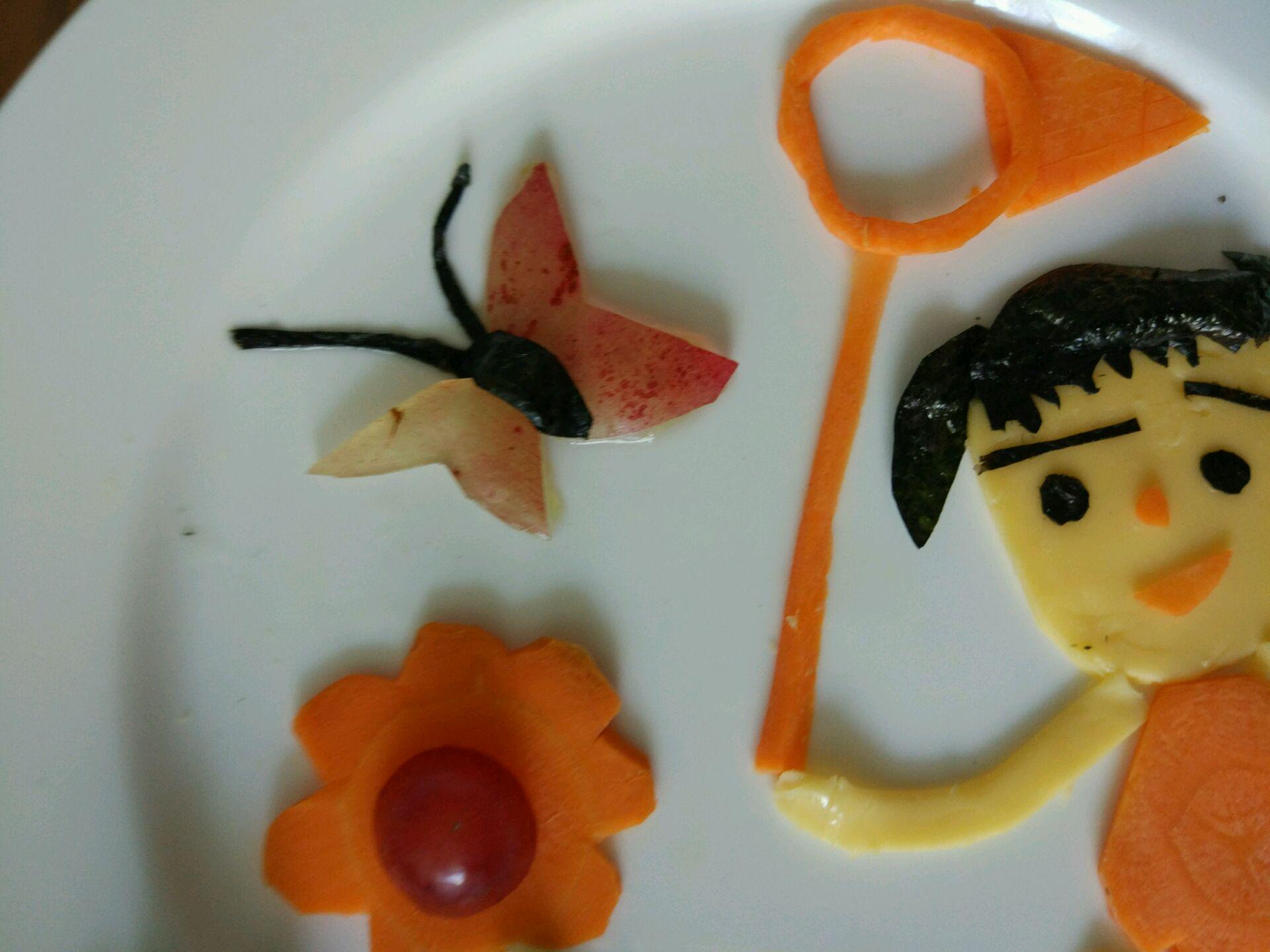 童趣水果拼盘~捕蝴蝶的女孩
