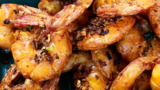 一虾两吃!海鲜粥!椒盐大虾的做法