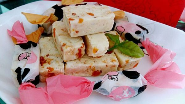 李孃孃爱厨房之一一樱桃、腰果牛轧糖的做法