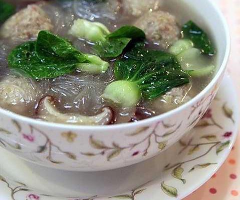 小白菜粉丝汆丸子汤的做法