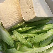 豆腐芹菜炒肉