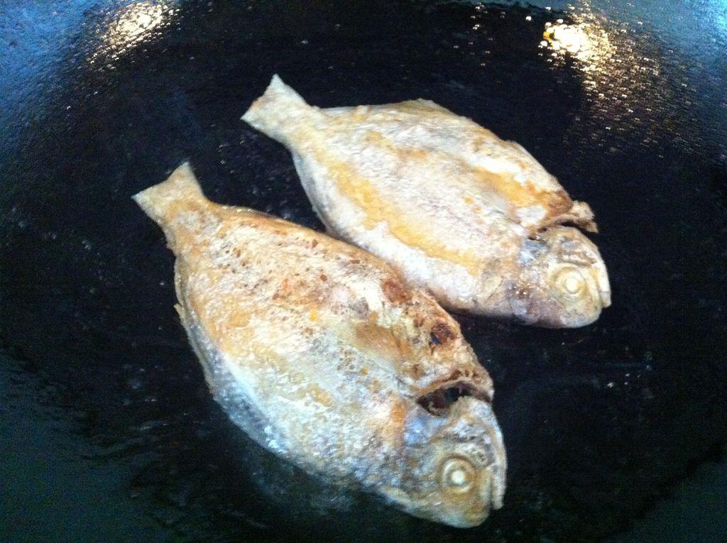 干煎海鱼(油鲫)的做法图解3
