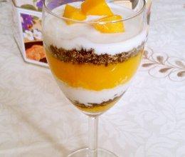 夏日甜品——芒果酸奶杯的做法