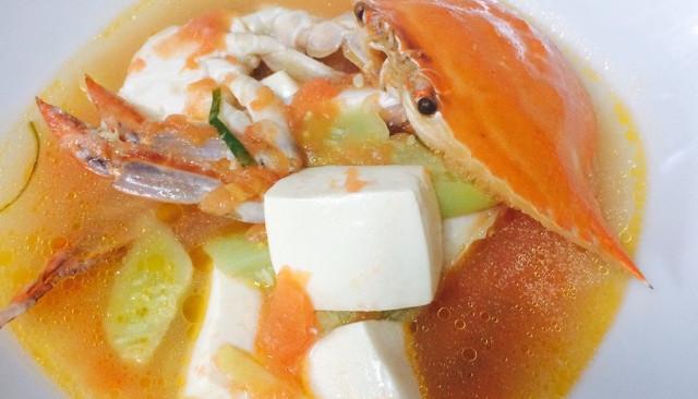梭子蟹番茄豆腐汤的做法