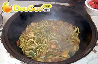 砂锅炖窝瓜干的做法