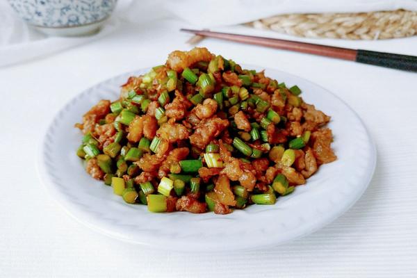 姜蒜辣油蒜薹肉的做法