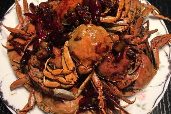 蚝油一勺 白糖一勺 盐少量 姜切片 大蒜5个切片 麻辣大闸蟹的做法步骤