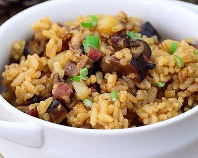 土豆青豆香菇腊肉焖饭
