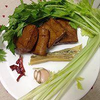 芹菜香干炒腊肉的做法图解1