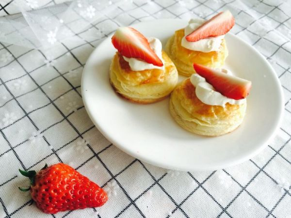 千层酥皮草莓小点