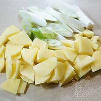 #美食新势力#家庭版土豆大葱汤的做法图解2
